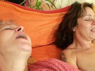 amateur  dildo  double