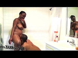 amateur  bathroom  ebony